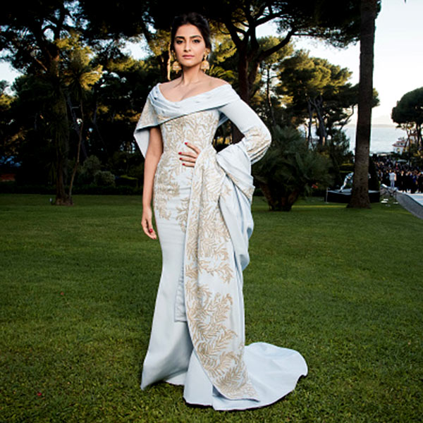 sonam-kapoor-in-ralph-and-russo-at-amfars-23rd-cinema-201605-721963